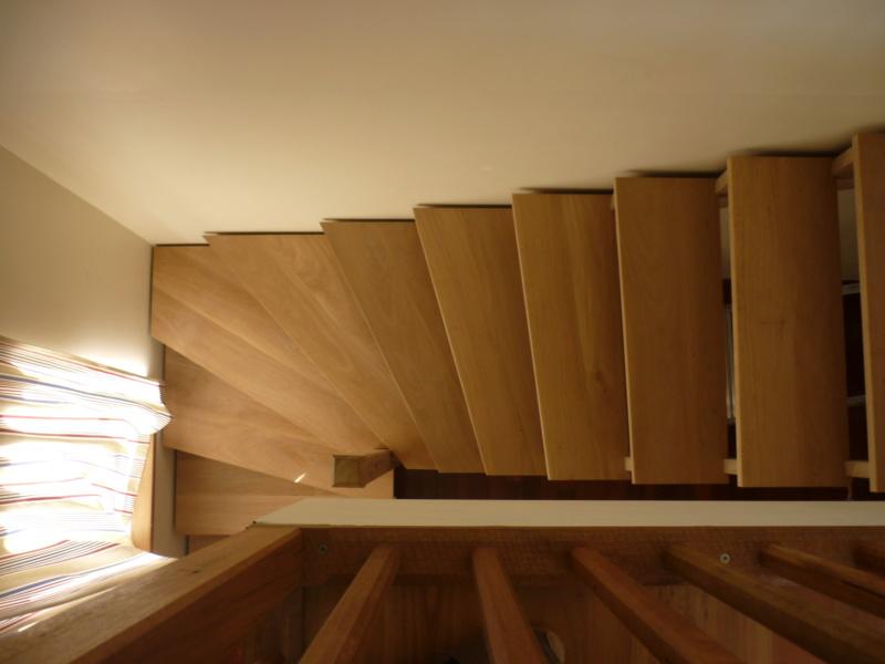 Escalier pour monter en bas - Page 2 P1080414