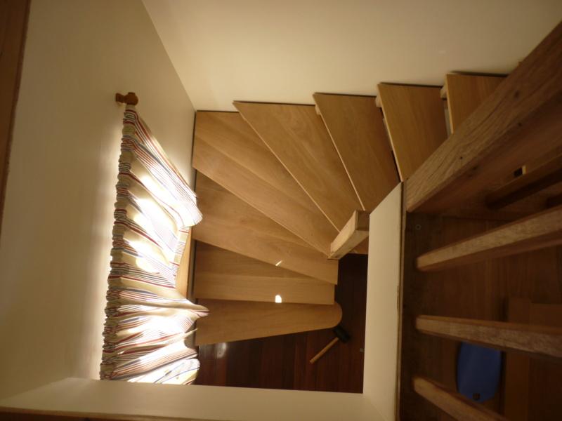 Escalier pour monter en bas - Page 2 P1080415