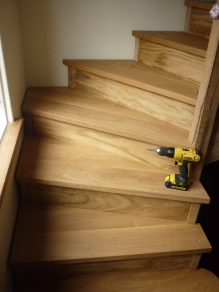 Escalier pour monter en bas - Page 3 P1080438