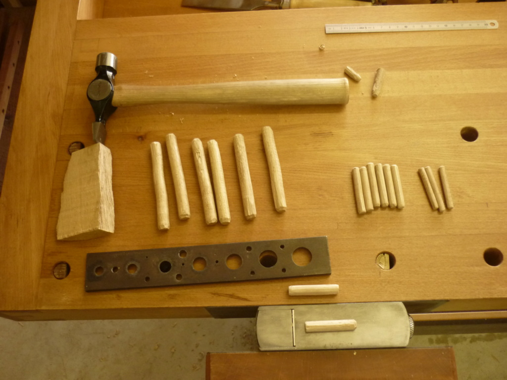 Un bureau de bric et de broc. P1090251