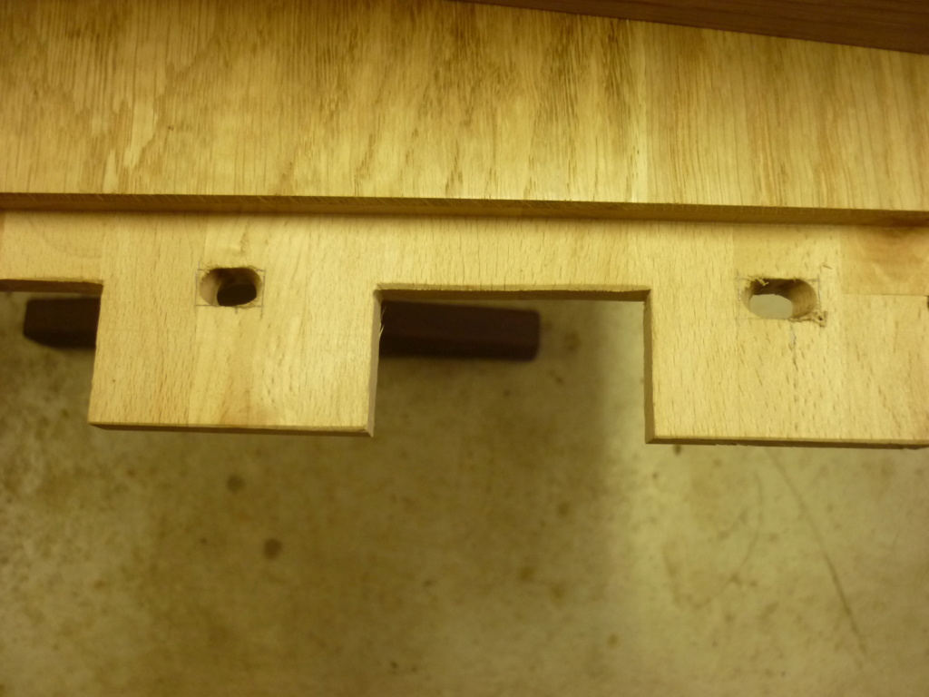 Un bureau de bric et de broc. P1090310