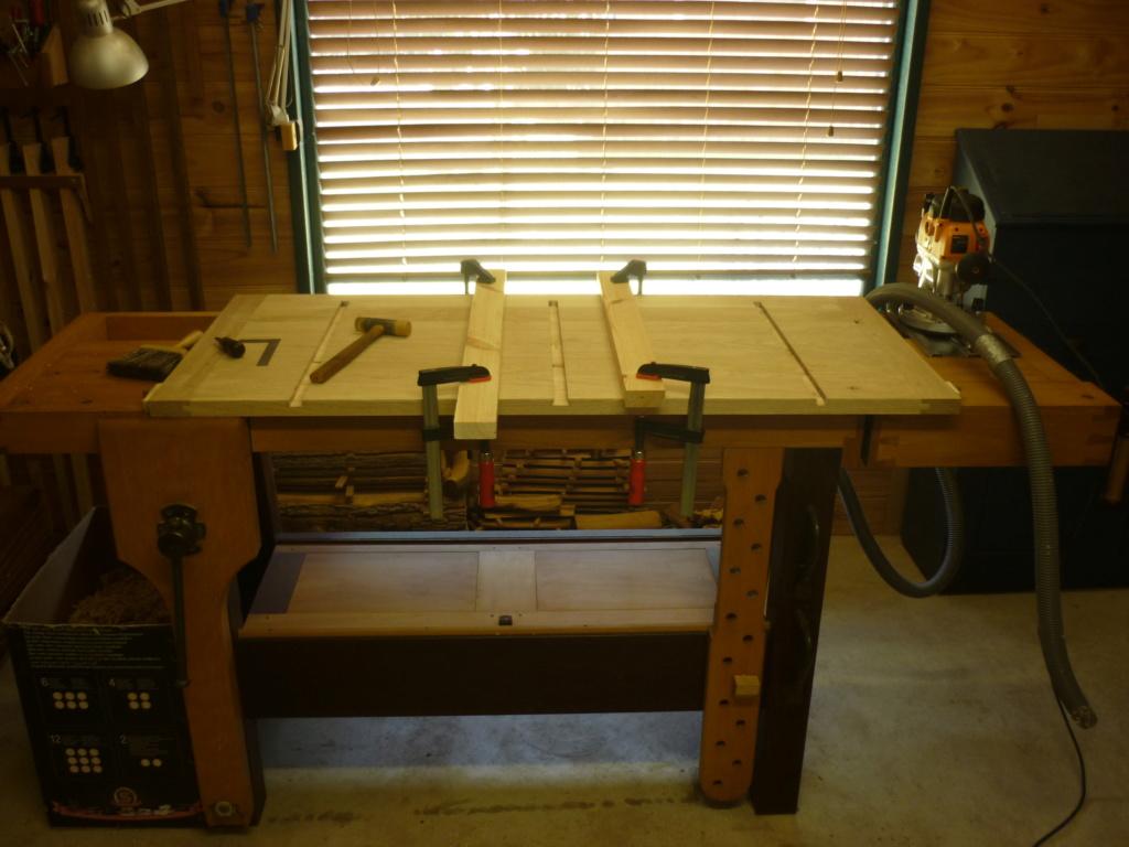 Un bureau de bric et de broc. P1090415