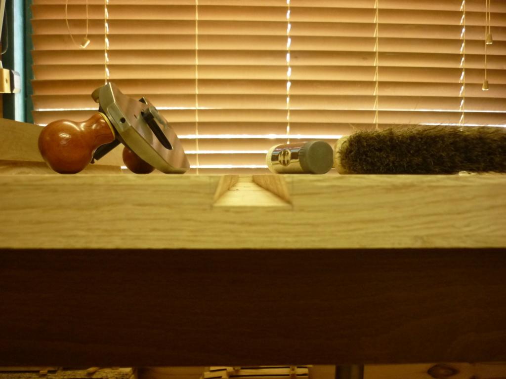 Un bureau de bric et de broc. P1090417
