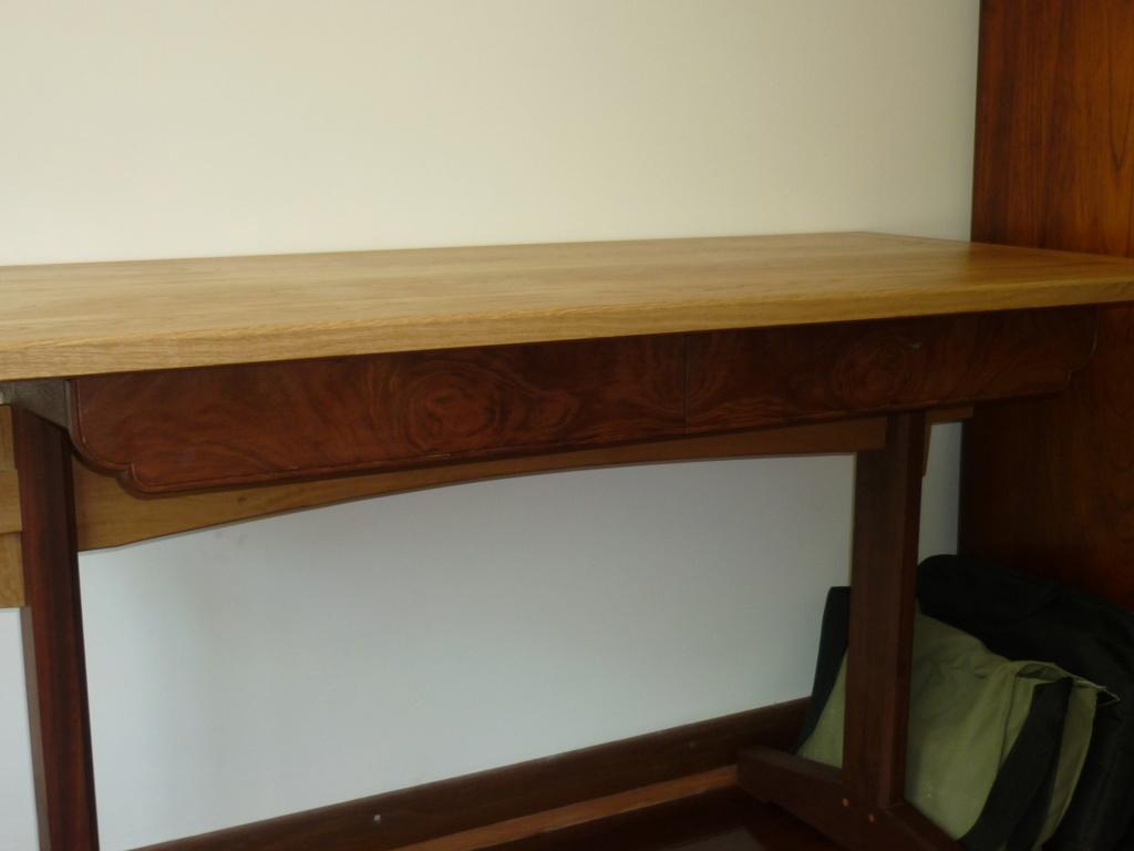 Un bureau de bric et de broc. - Page 2 P1090558