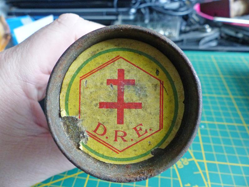 Boite fer étamé avec croix de Lorraine P1010715