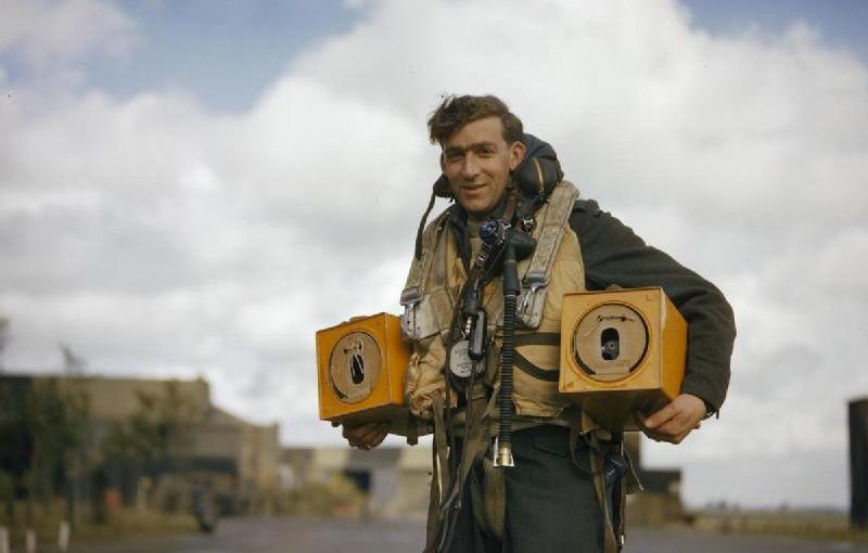 Pigeons dans la RAF Avro_l10