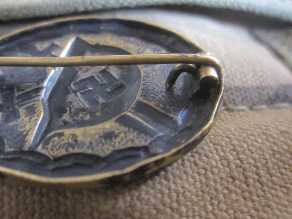 Badge blessé en noir  Img_5818