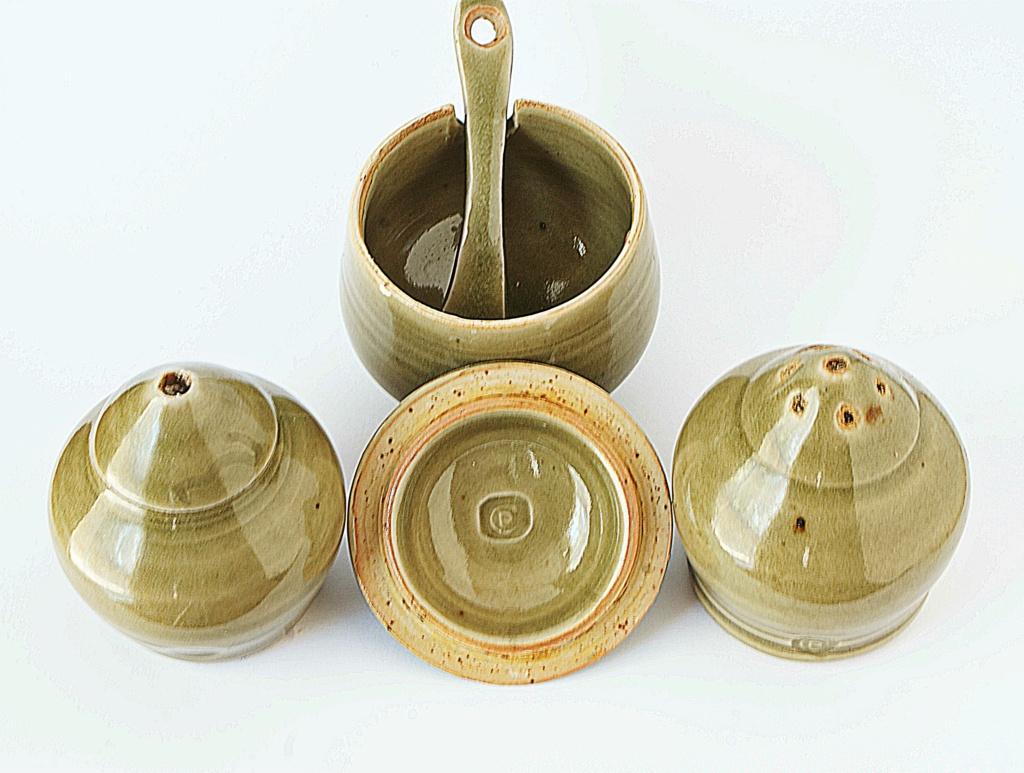 Harry and May Davis, Crowan Pottery Dsc04137