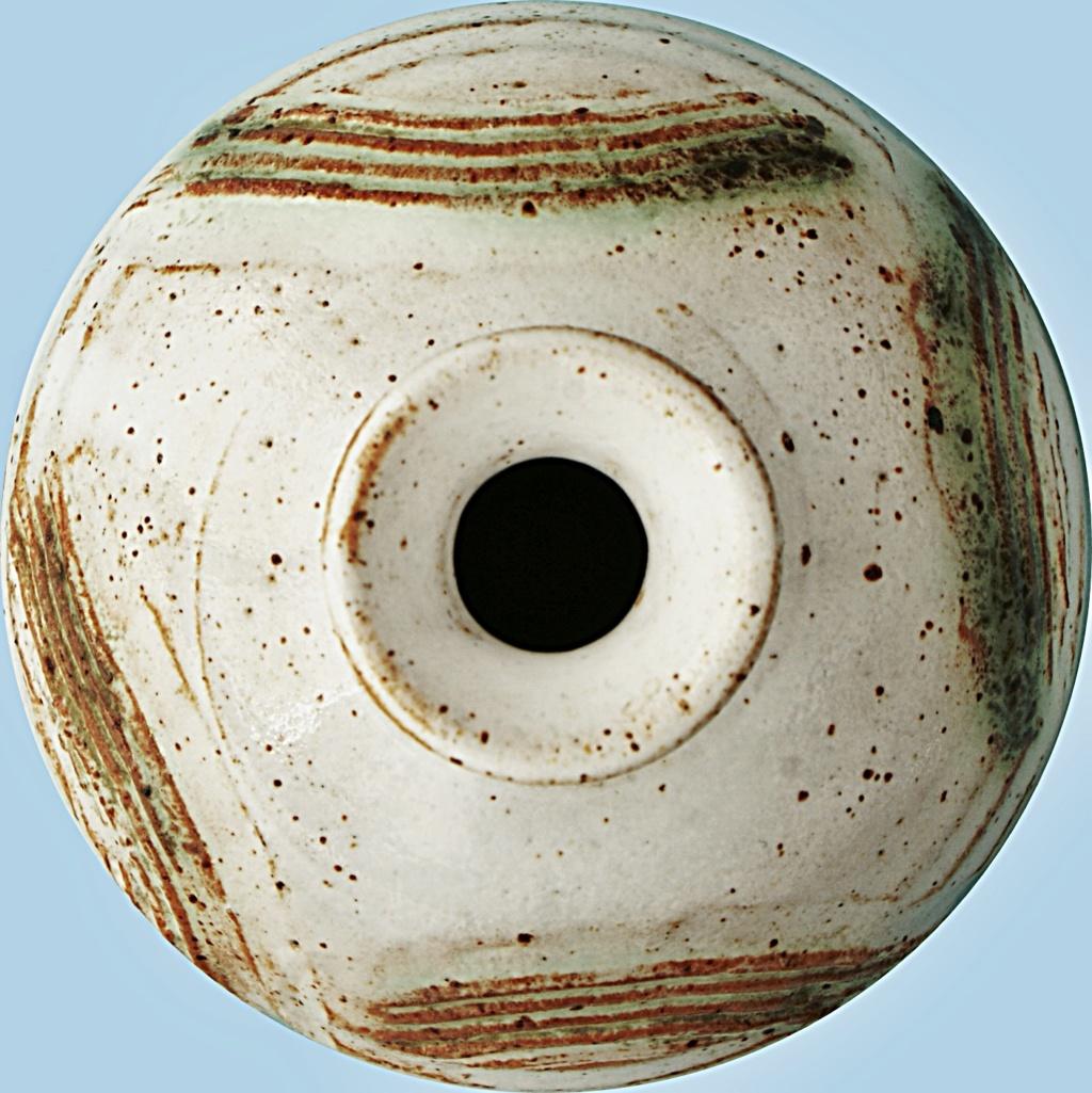 Studio Pottery Squat Vase, McHardy  Dsc05016
