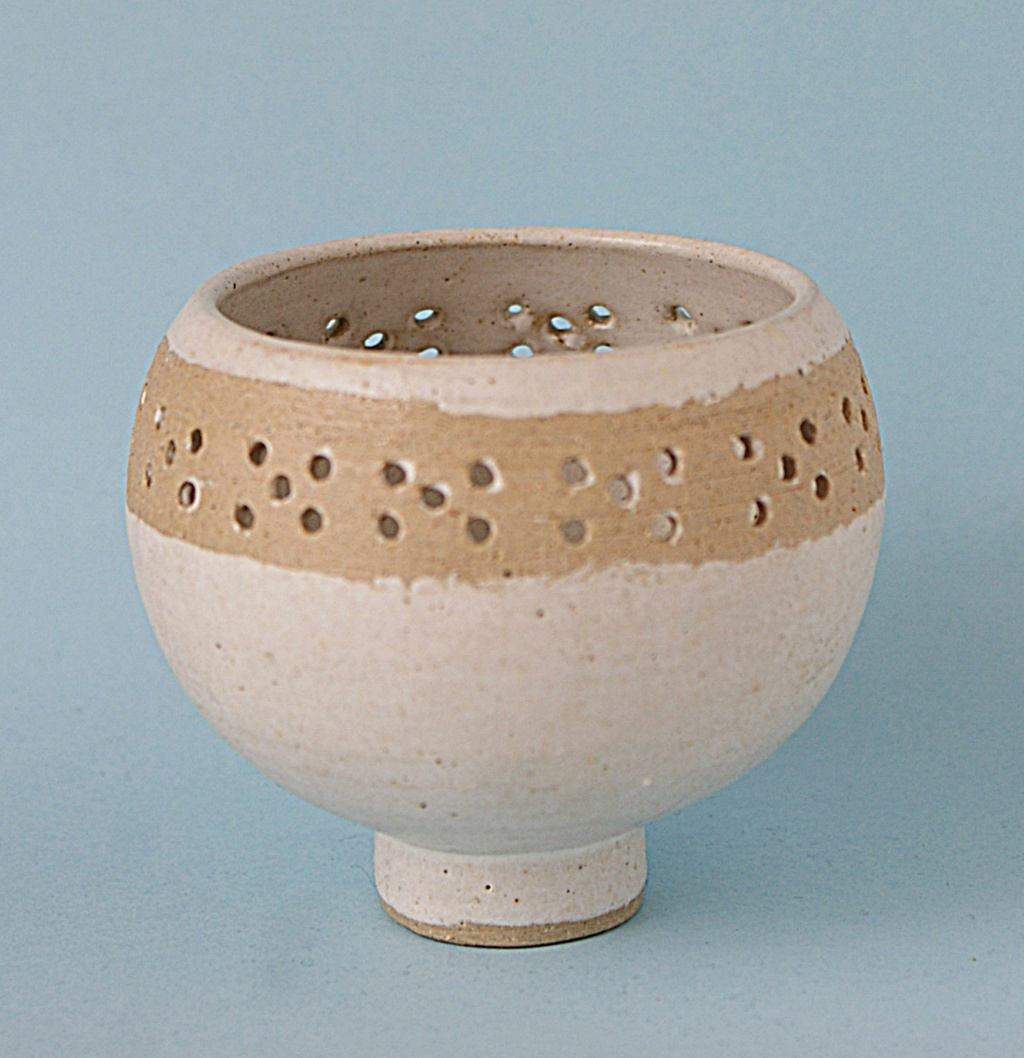 Small Bowl D B Mark Dsc05110