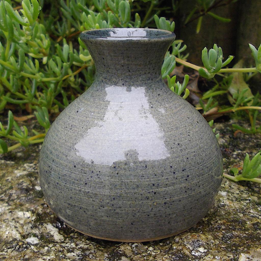 Cricket St Thomas Vase - JS mark Imgp2922