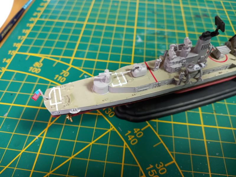 Montage chrono [SHANGHAÏ DRAGON] Destroyer lance missiles U.S.S COCHRANE 1/700ème Réf 7024 - Page 3 Uss_c103