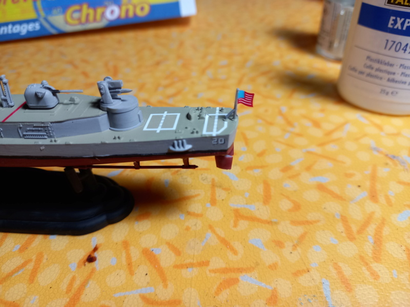 Montage chrono [SHANGHAÏ DRAGON] Destroyer lance missiles U.S.S COCHRANE 1/700ème Réf 7024 - Page 3 Uss_co91