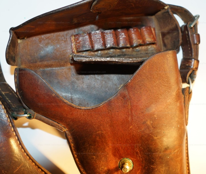 Trois étuis pour le revolver Suisse 1882 ?? Zotui_11