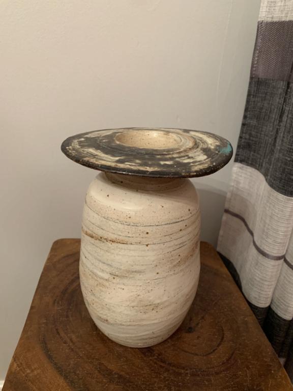 Unknown pottery maker/ shape 22d57110
