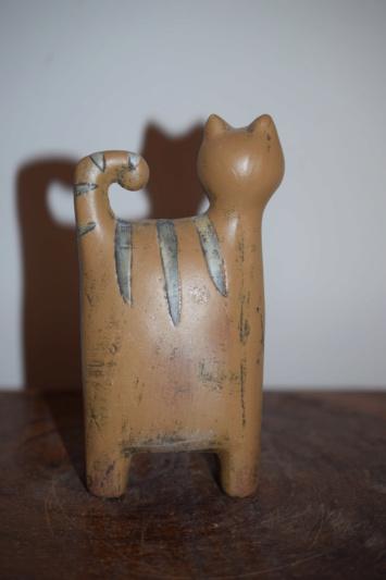 Unknown pottery cat figurine  Dsc_0046