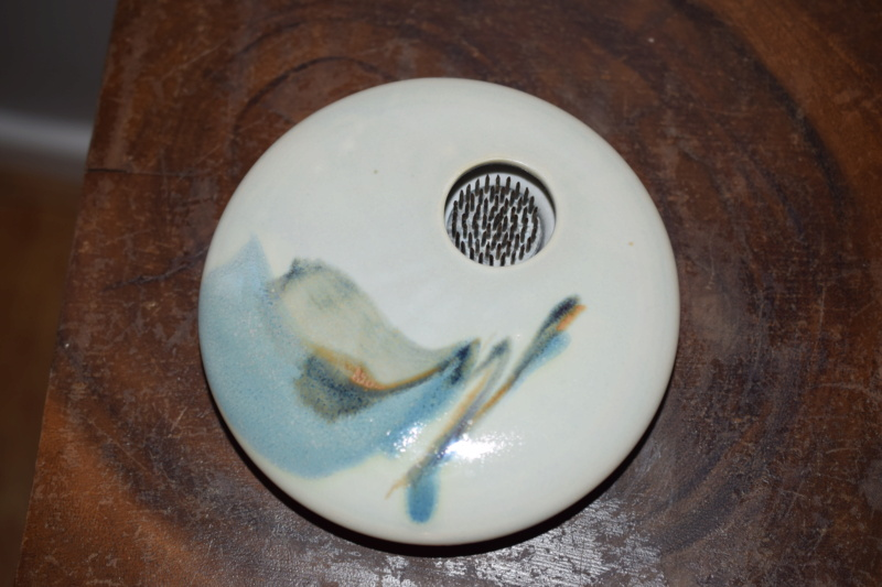 Unknown pottery ikebana vase, GP mark?  Dsc_0133