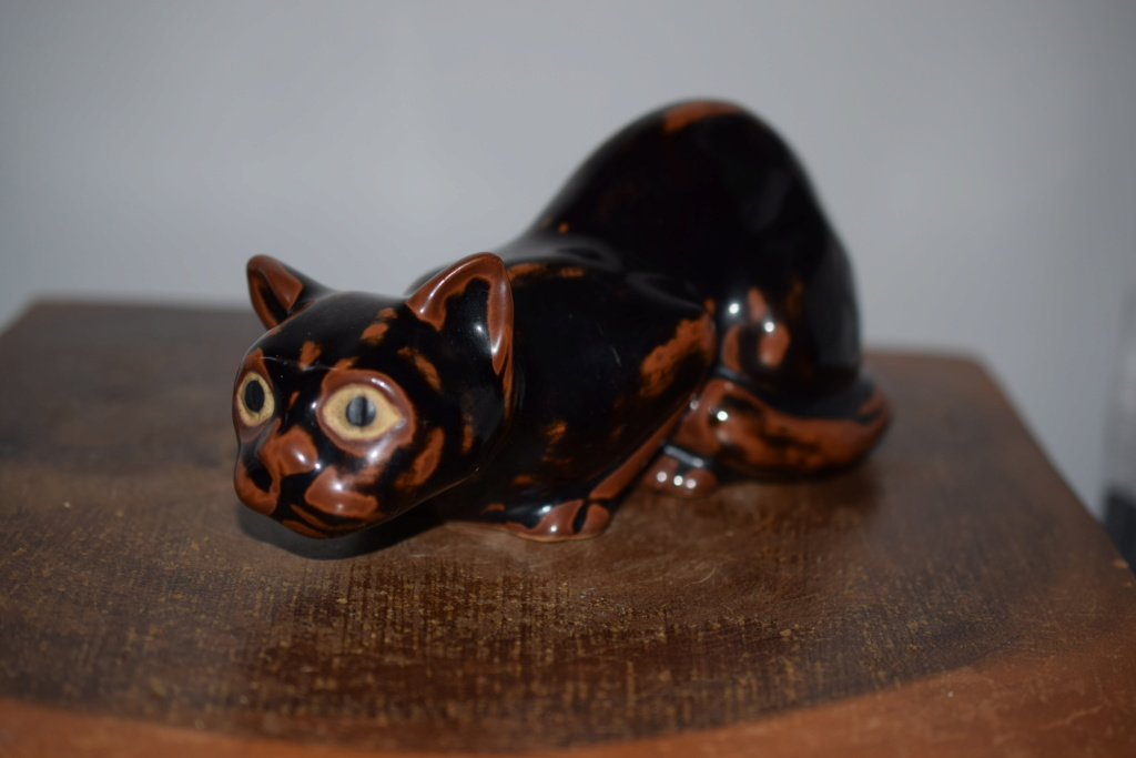 Pottery cat?? Dsc_0220