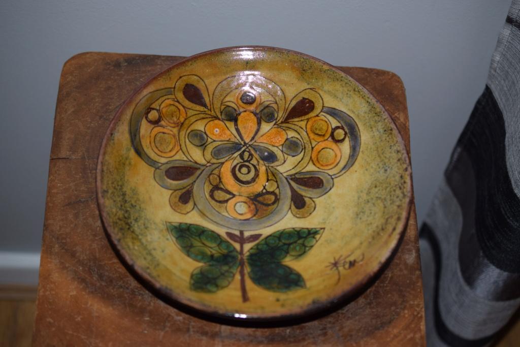 Chelsea pottery artist marks??Is it Joyce Morgan art ?? Dsc_0814