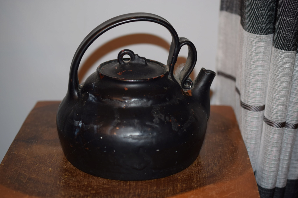 Old pottery teapot Dsc_0916
