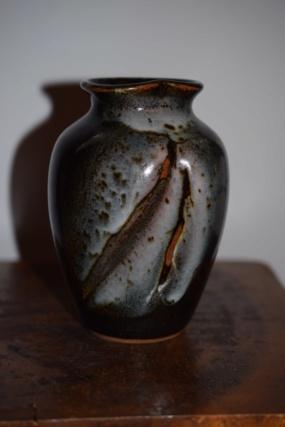 Unknown pottery vase CB or GB mark Dsc_0931