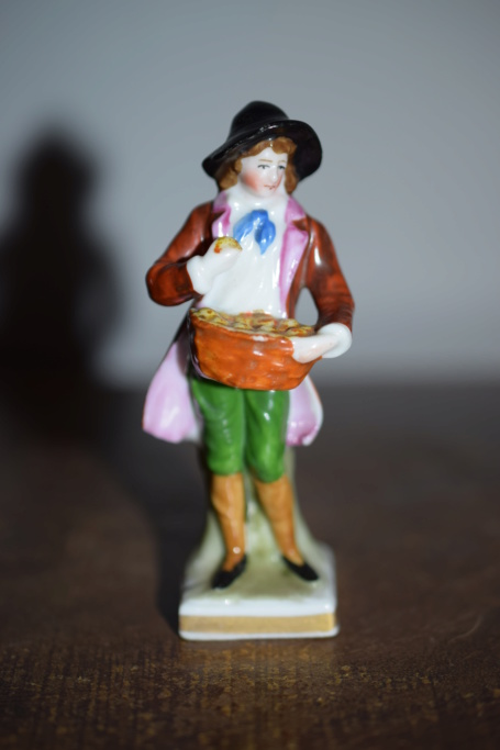 German figurine- unknown mark? Dsc_1027