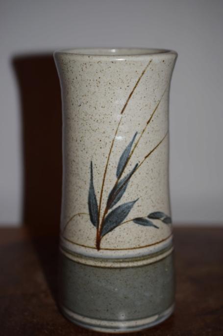 POTTERY vase, Crathes, Scotland  Dsc_1037