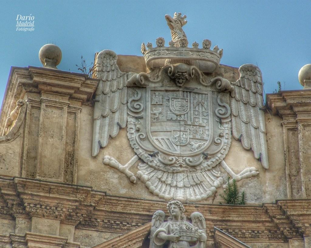 Los Cuatro Escudos de los Austrias en la plaza Quattro Canti de Palermo, Sicilia. 29772410