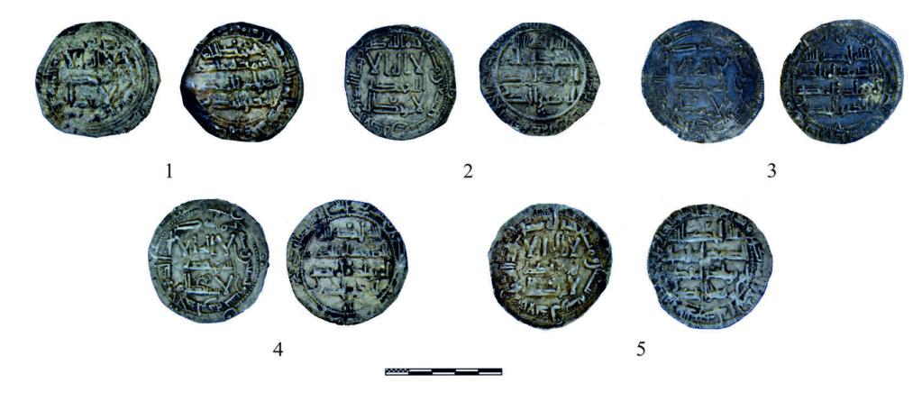 Hallan un 'tesorillo' de monedas emirales en una iglesia visigoda de la Sierra de Madrid 55645610