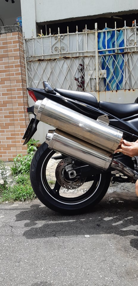 Ponteira de escape original de outra moto na Bandit 78545312