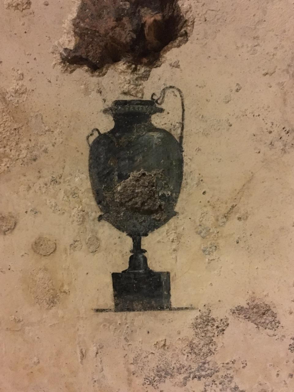 Dentro de la Pirámide Cestia, Roma 60121b11
