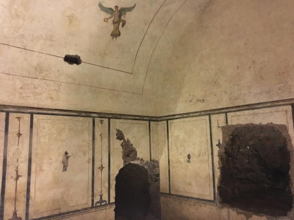 Dentro de la Pirámide Cestia, Roma 636b7a11
