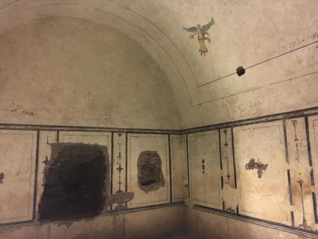 Dentro de la Pirámide Cestia, Roma 86ae4110