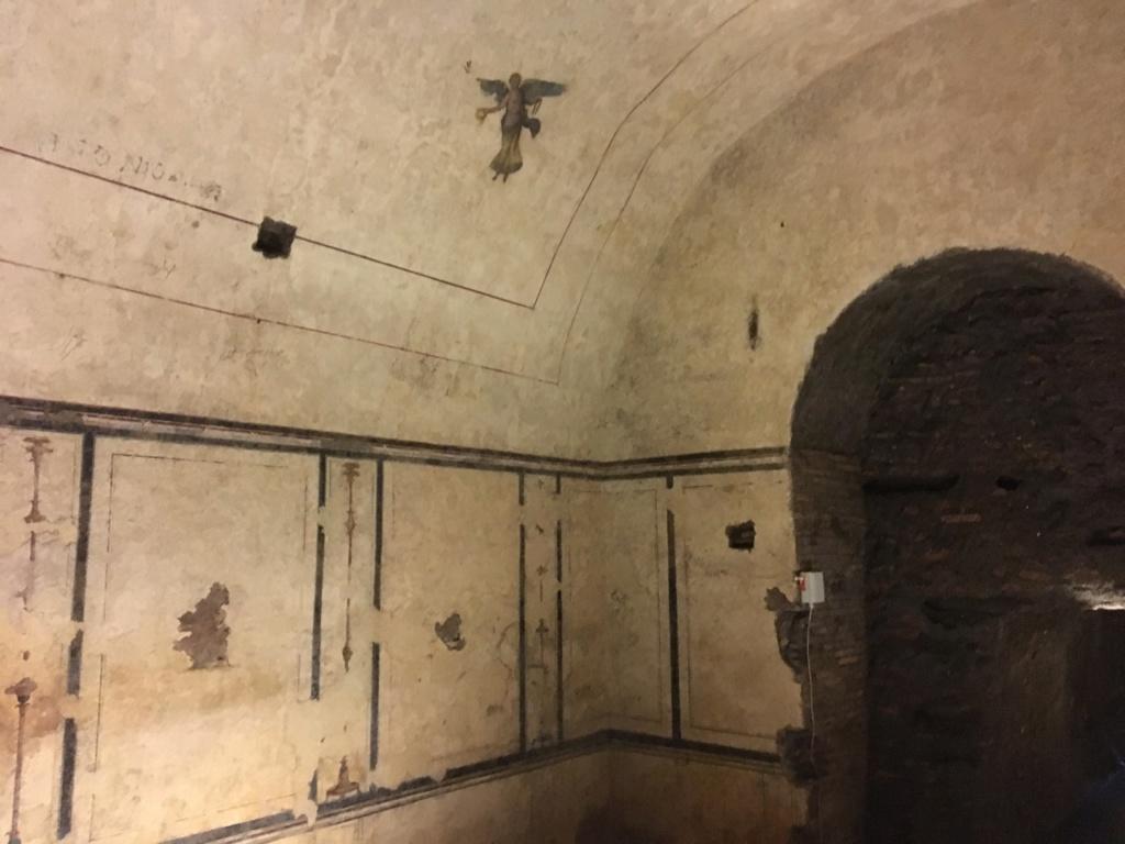 Dentro de la Pirámide Cestia, Roma Ada27e10