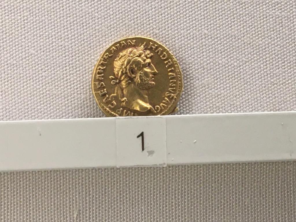 Sala numismatica Museo Nacional Romano en Palazzo Massimo (Alto Imperio), Roma Adrian11