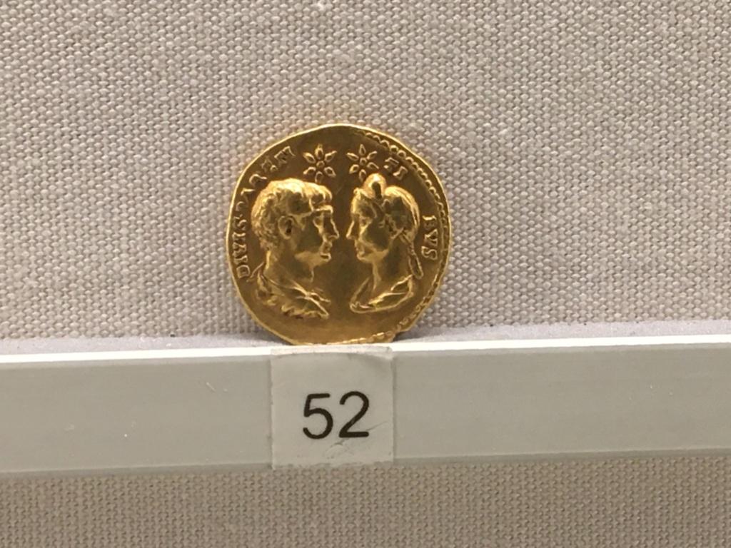 Sala numismatica Museo Nacional Romano en Palazzo Massimo (Alto Imperio), Roma Adrian12