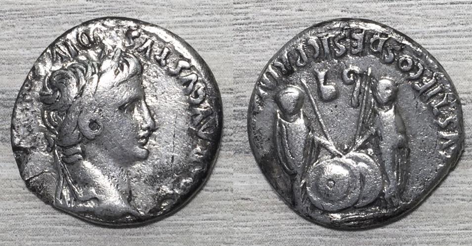 Denario de Augusto, CL CAESARES, Lugdunum, 2 - 1 aC. Caesar10