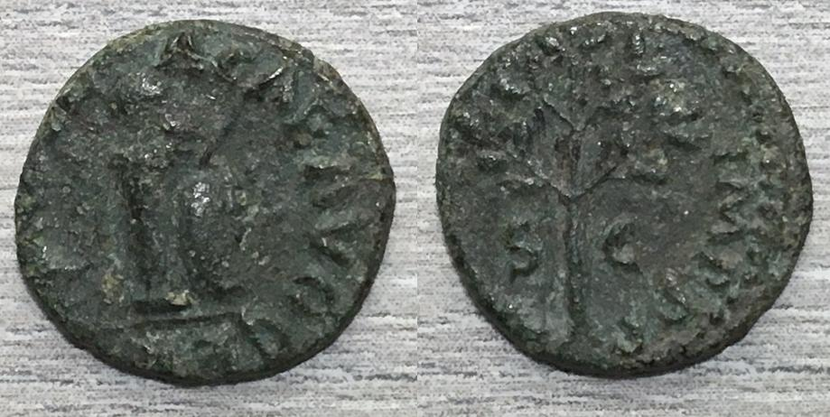 Cuadrante de Nerón, Columna con casco, escudo y lanza, Roma, 65 dC. Cuadra22