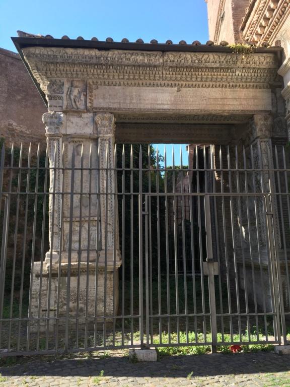 Denario de Geta Caesar. SECVRIT IMPER II. Securitas sedente a izq. Roma. E0415f10