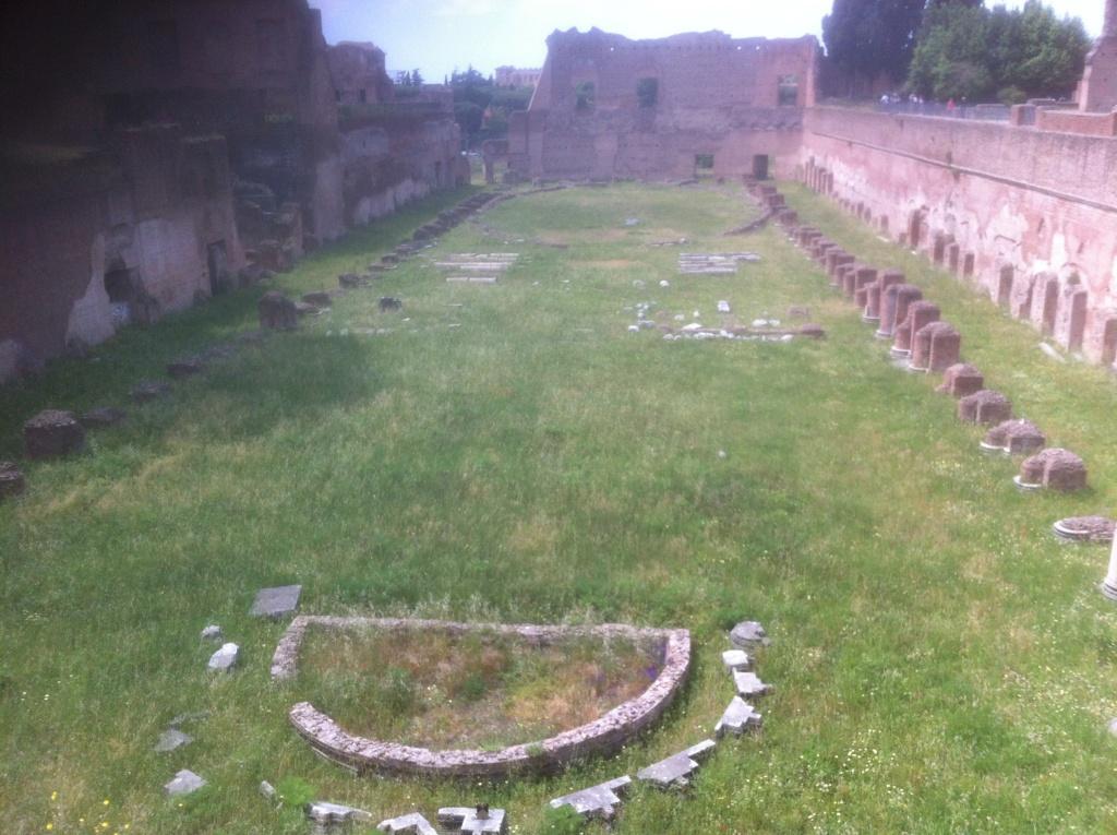 As de Domiciano. MONETA AVGVSTI - S C. Moneta estante a izq. Roma. Img_5215