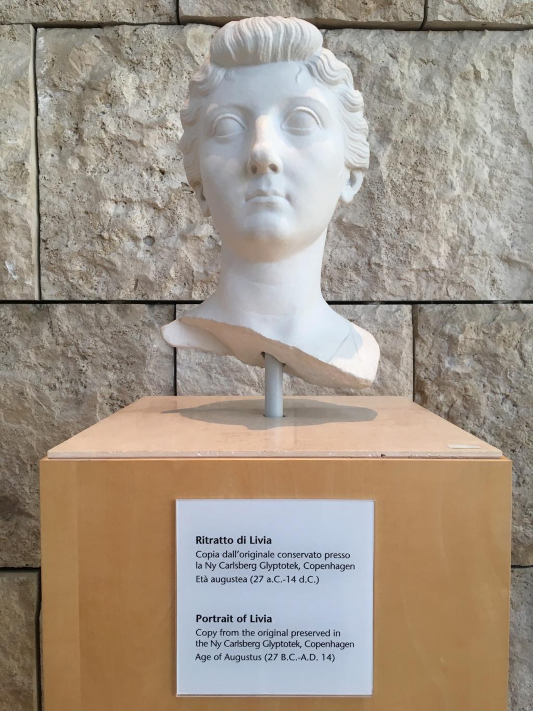 AE 22 Julia Augusta (Livia) Livia10