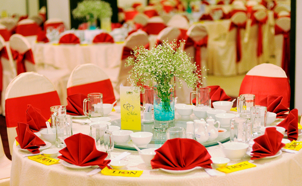 Chuyên cho thuê bàn ghế Tiec2010