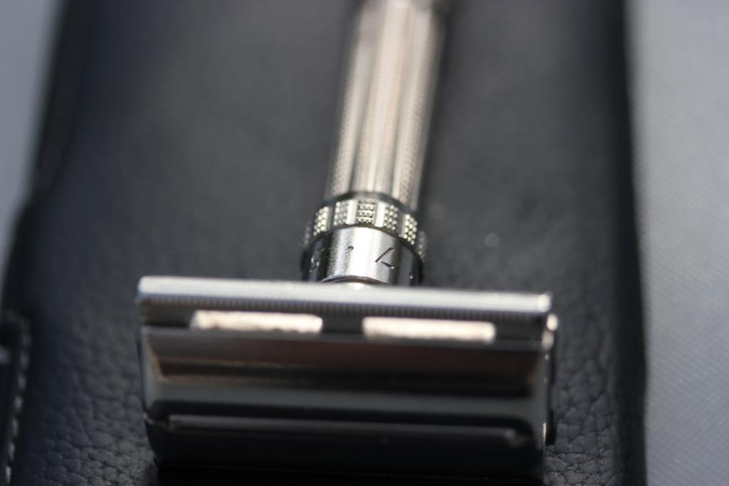 La rénovation de mon 1er rasoir vintage - Slim de 66 Img_4914