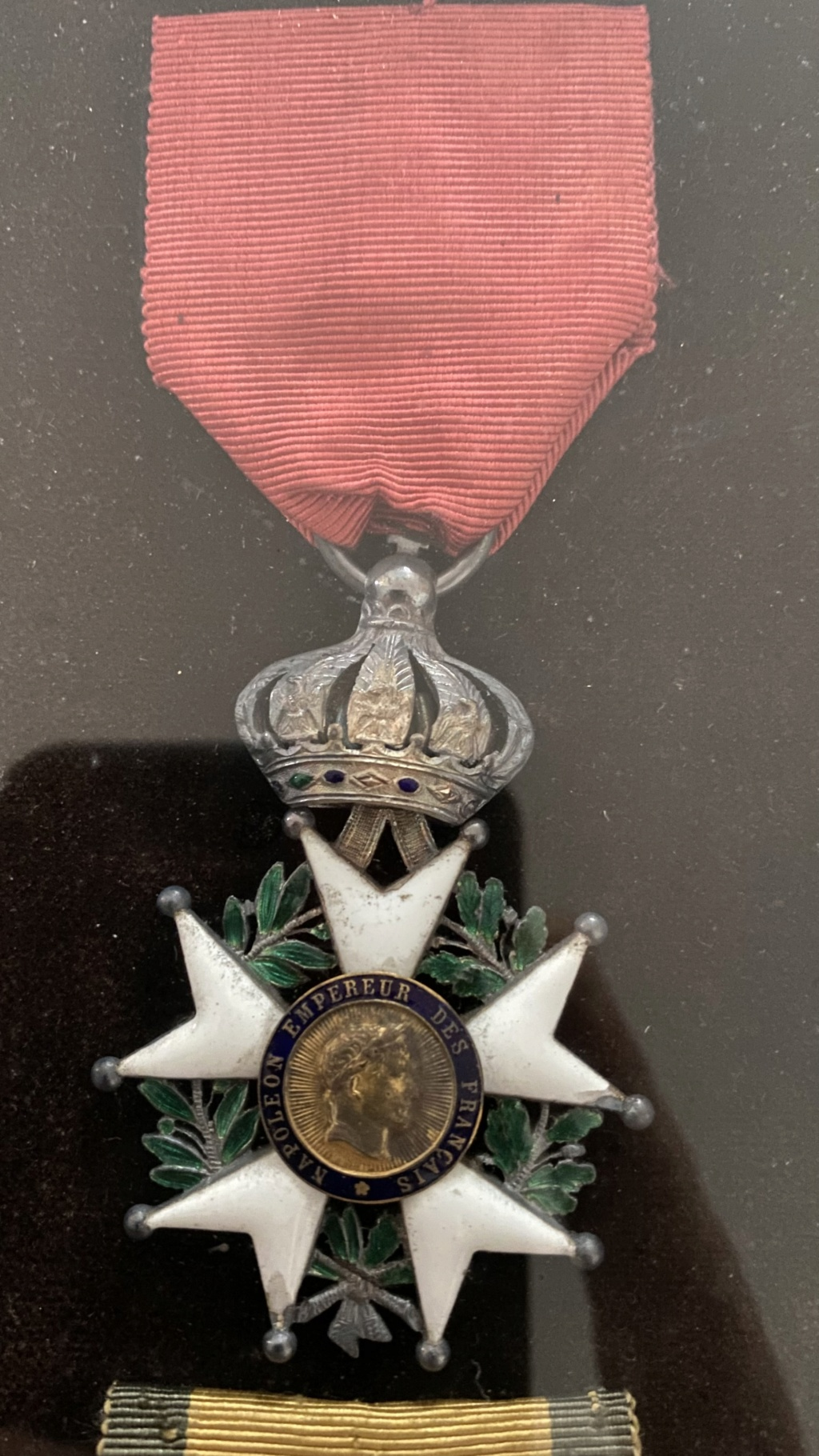 Cadre légion d'honneur et médaille militaire 1d96c910