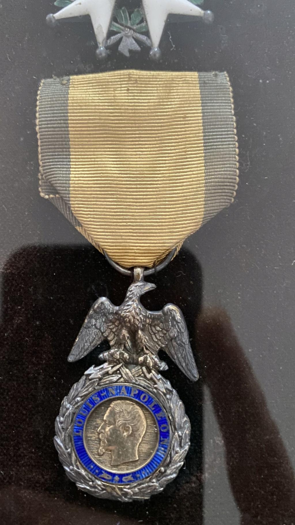 Cadre légion d'honneur et médaille militaire 92510610