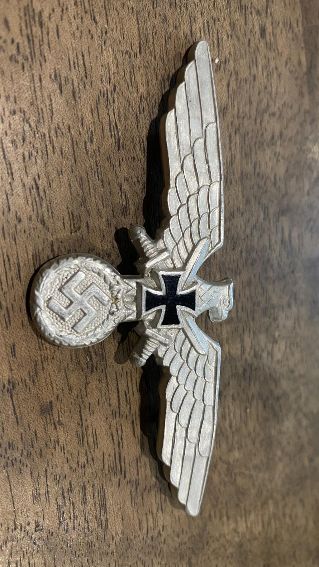 Broche casquette allemande D6f48810
