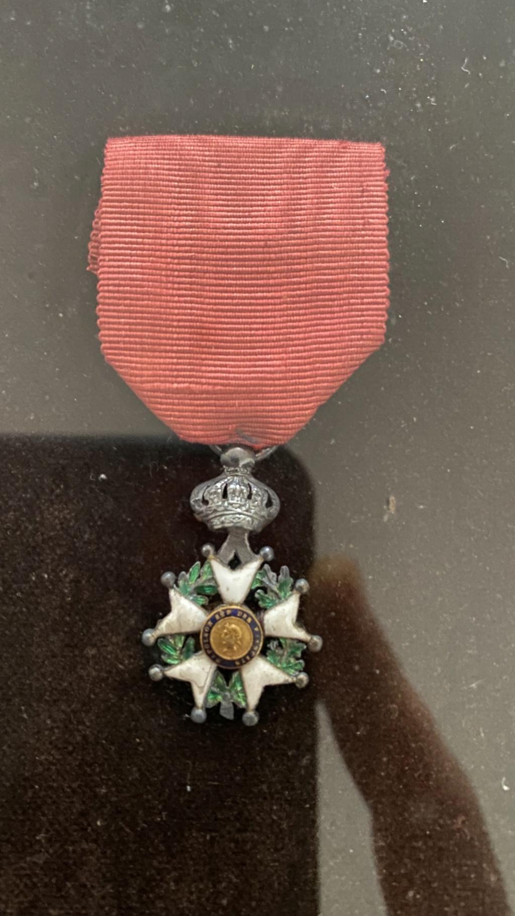 Cadre légion d'honneur et médaille militaire F8dc7210