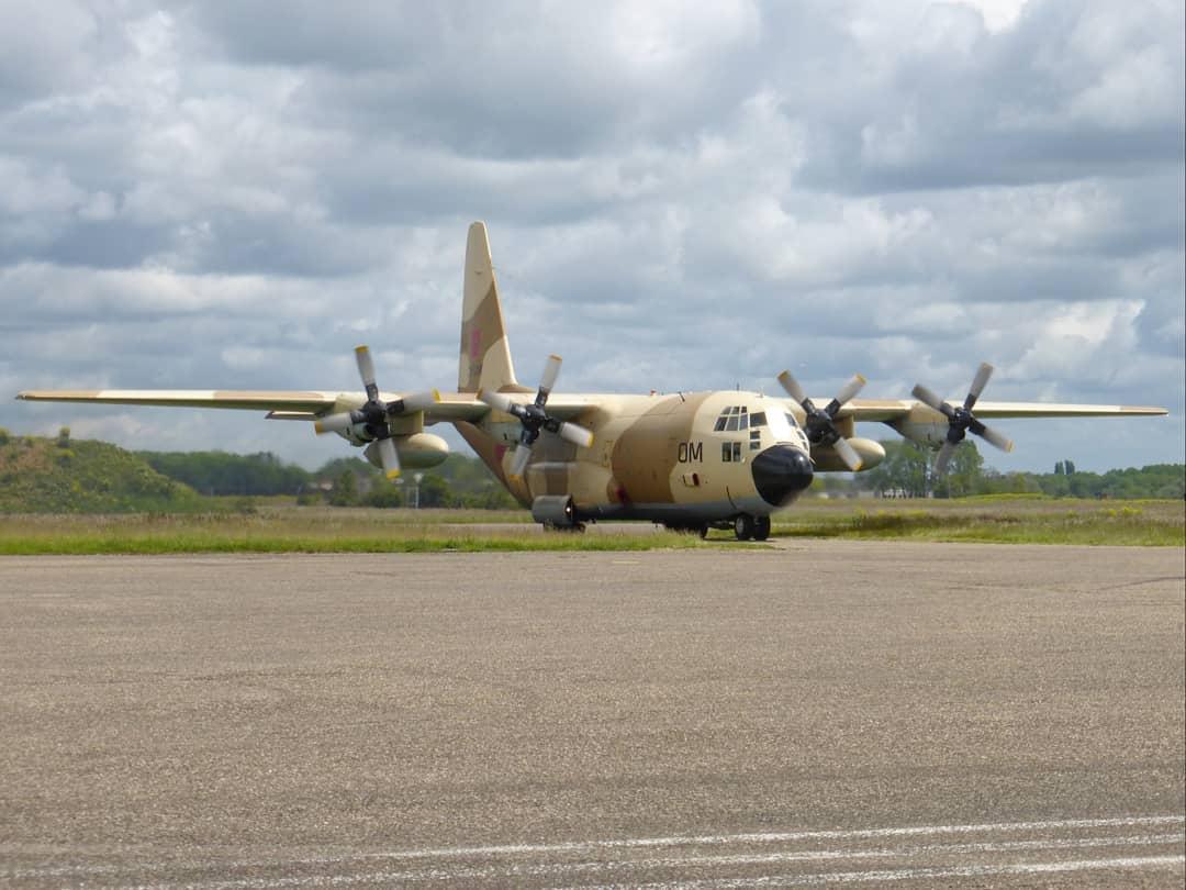FRA: Photos d'avions de transport - Page 42 18719511