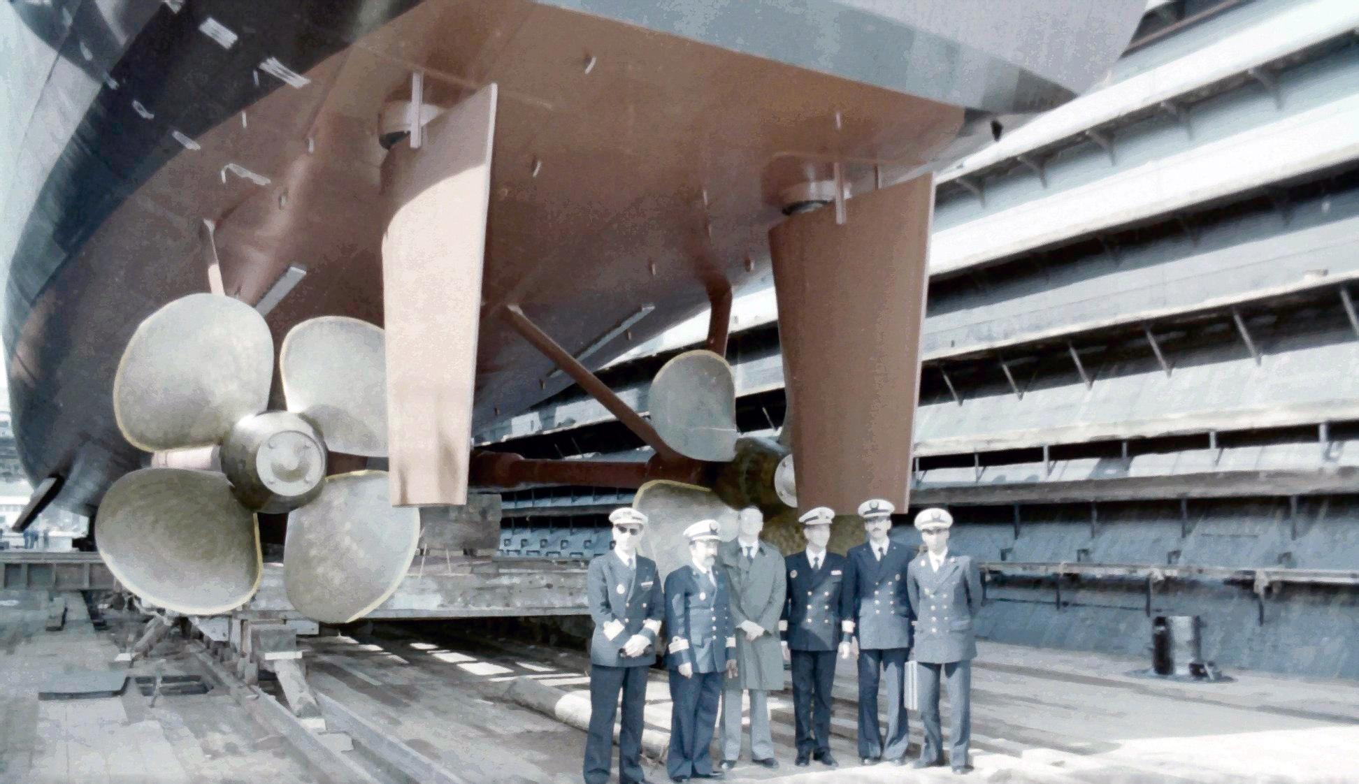 Royal Moroccan Navy Descubierta Frigate / Corvette Lt Cl Errahmani - Bâtiment École - Page 4 Clipb482