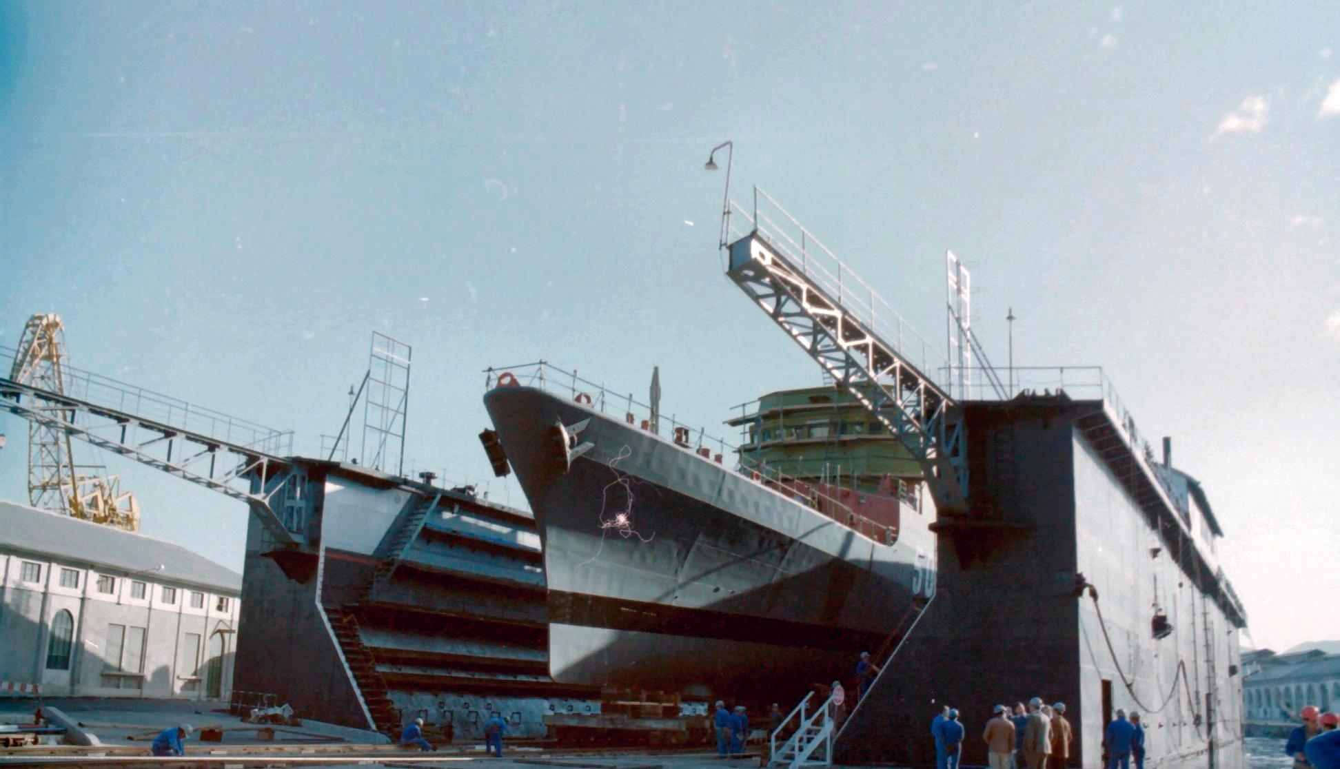 Royal Moroccan Navy Descubierta Frigate / Corvette Lt Cl Errahmani - Bâtiment École - Page 4 Clipb487